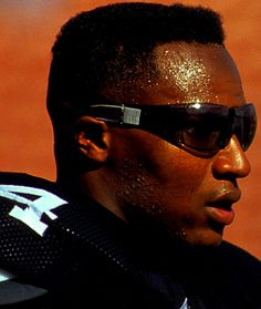 Bo Jackson For Great Sports Stories and Funny Audio Podcasts, Visit… Oakland Raiders Football, Auburn Football, Raiders Fans, Auburn Tigers, Football Rules, Raiders Stuff, Football Players, The Sporting Life, Bo Jackson