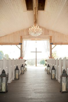 Stunning Tennessee wedding location // photo by http://www.twilasphotography.com, see more: http://theeverylastdetail.com/orange-cornflower-blue-tennessee-wedding/