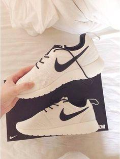 Nike Women's Roshe Run