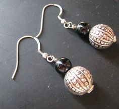Orecchini con sfera lavorata in argento e di LecreazionidiVicky, €5.00