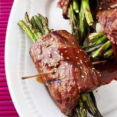 Clean eating Beef & Asparagus Negimaki Rolls Recipe. Re-pin now, check later. #cleaneating #healthydinner #eatingclean