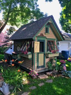 the garden-roof coop: Community Chickens Post: Cool Coops! - Tom's Bird House