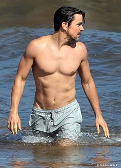 Pin for Later: Shirtless Matt Bomer Is Out-of-Control Sexy in Hawaii