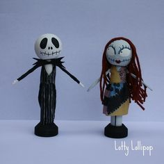 Nightmare before Christmas inspired: Jack and Sally Halloween Cake Topper Halloween Wedding Cakes, Halloween Cakes, Halloween House, Halloween Gifts, Spooky Halloween, Halloween Themes, Clothespin Dolls, Clothespin Crafts, Jack The Pumpkin King