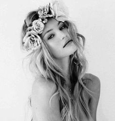 Portrait Photography Inspiration : Beautiful bridal hair and floral crown Flower Band, Flower Rings, Floral Crown, Her Hair, Wavy Hair, Messy Hair, Tousled Hair, Thick Hair, Hair And Nails