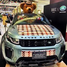 楽しい車だろうなこれ。サイズ感がいい。 Definately a fun car, spacious enough to carry a big bear. 。 #car #carstagram #rangerover #rangeroverevoque #evoque #evoqueconvertible #evoquelovers #evoquecabriolet #evoquecabrio #daks #daksテディベアフォトコンテスト #レンジローバー #japan #yokohama #takashimaya #テディベア #オープンカー #カブリオレ #teddybear