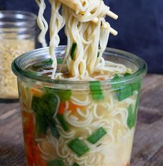 18 Healthy and Filling Work Lunches That Aren't Salad - Food - Healthy snacks Snacks For Work, Healthy Work Snacks, Lunch Snacks, Diet Snacks, Healthy Food, Gluten Free Ramen Noodles, Gourmet Recipes, Healthy Recipes, Detox Recipes
