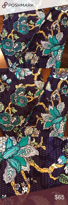 NWT LULAROE TC Leggings Purple Floral Tropical Brand New with Tags LULAROE Leggings TC Gorgeous NEW Tropical Floral Print! Pet and Smoke Free. Thanks for looking!! LuLaRoe Pants Leggings