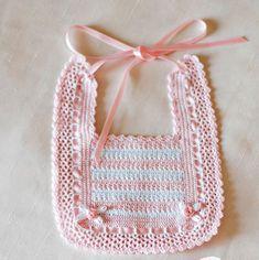 Best Ideas For Baby Crochet Scarf Girls Crochet Baby Bibs, Crochet Baby Clothes, Crochet Gifts, Hand Crochet, Crochet Stitches, Baby Knitting, Free Crochet, Baby Sewing Projects, Crochet Projects