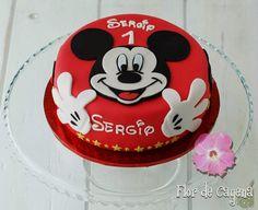 Tortas Minnie y Mickey Mouse Mickey Mouse Torte, Mickey And Minnie Cake, Bolo Mickey, Fiesta Mickey Mouse, Mickey Mouse First Birthday, Mickey Cakes, Cupcake Birthday Cake, Cupcake Cakes, Party Cupcakes