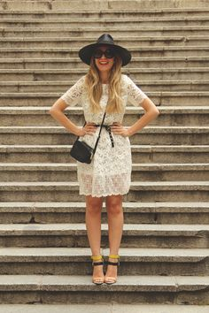 MY SHOWROOM, sheinside, crochet dress, white dress, vestido de encaje, sombrero negro, sandalias, zara, pendientes de piñas, gafas redondas, prada,