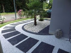 Superstyle for the front yard! Found at Tony. - Superstyle for the front yard! Found at Tony. Modern Landscaping, Front Yard Landscaping, Landscaping Ideas, Landscaping Melbourne, Stone Landscaping, Modern Backyard, Paving Ideas, Yard Design, House Design