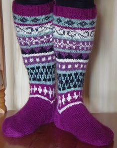 Pistoja ja Piirtoja: Sukat Socks, Fashion, Stockings, Moda, Fashion Styles, Sock, Fashion Illustrations, Boot Socks, Hosiery