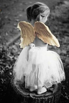 """Whether this is a real life little girl posing as an angel.or a """"real"""" cherub, this is darling. I Believe In Angels, Ange Demon, Angels Among Us, Angels In Heaven, Heavenly Angels, Guardian Angels, Fallen Angels, Jolie Photo, Angel Art"""