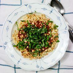 Verdens beste tomatsaus tar minst fem timer å lage Japchae, Ethnic Recipes, Green, Food, Meal, Essen, Hoods, Meals, Eten