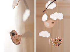 Love these DIY Mobiles viawww.carnetsparisiens.com mobile_nuage_oiseaux_5