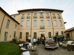 Il matrimonio di Luca e Giulia a Trezzo sull'Adda, Milano Car Wedding, Real Weddings, Classic Cars, Villa, Street View, Mansions, House Styles, Decor, Decoration