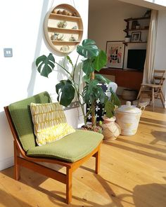 Alice in scandiland vintage chair, parker knoll. Conservatory Dining Room, Conservatory Design, Scandinavian Interior Design, Contemporary Interior Design, Small Apartments, Small Spaces, Parker Knoll, Bedroom Accessories, Vintage Chairs