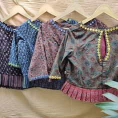 Patch Work Blouse Designs, Hand Work Blouse Design, Stylish Blouse Design, Fancy Blouse Designs, Designer Blouse Patterns, Kurti Patterns, Designer Lehnga Choli, Cotton Saree Blouse Designs, Cotton Blouses