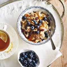 Gruau aux fruits et aux noix à la mijoteuse - Châtelaine Egg Recipes, Crockpot Recipes, Healthy Recipes, Oats And Honey, Sweet Cooking, Granola, Slow Cooker, Breakfast Recipes, Oatmeal