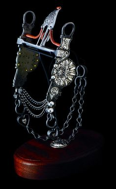 This filigreed and sculpted Santa Barbara spade bit features steel engraving with inlaid sterling silver, sterling silver buttons, inlaid sterling silver heart rein chains and an engraved spade mouthpiece. Sale price: $24,000
