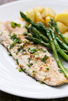 Pan-Fried Trout with Garlic, Lemon, & Parsley: A quick & easy dinner recipes idea! Pan-Fried Trout with Garlic, Lemon, & Parsley: A quick & easy dinner recipes idea! Fish Recipes, Seafood Recipes, Cooking Recipes, Healthy Recipes, Lake Trout Recipes, Grilling Recipes, Fish Dishes, Seafood Dishes, Pan Fried Trout