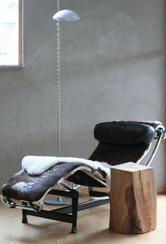 another favorite:Le Corbusier lounge in cowhide Eames, Nordic Living Room, Modern Industrial Furniture, Interior Architecture, Interior Design, Lounge Chair, Chaise Sofa, Sit Back And Relax, Interior Inspiration