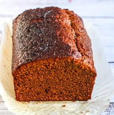 This is a delicious old fashioned Ginger Cake. So simple to make it belies it's fabulous gingery flavour and moist crumb. Cake Recipes Ginger, Candy Recipes, Baking Recipes, Cookie Recipes, Sticky Ginger Cake, Ginger Bread, Apple Crumble Cake, Chocolate Loaf Cake, Cake Liner