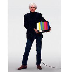 †Andy Warhol** Pittsburgh, 6 augustus 1928 - New York City, 22 februari 1987 was een Amerikaans kunstenaar, filmregisseur en auteur. Warhol werkte tevens als muziekproducent en acteur. Vanuit zijn achtergrond en ervaring in de toegepaste kunst was Warhol een van de protagonisten van de popart in de Verenigde Staten in de jaren 50 en 60 van de 20e eeuw.