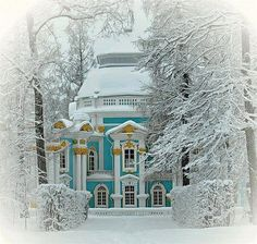 Magical Places in the Snow - almost too beautiful to be real! I Love Winter, Winter White, Winter Snow, Snow White, Snow Scenes, Winter Scenes, Beautiful Homes, Beautiful Places, Beautiful Pictures