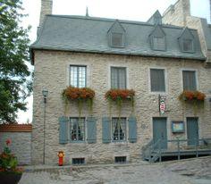 La maison Gosselin est située au 21,  rueSous Le Fort (ou 32, rue Marché Champlain), Place Royale, Québec. (André Gosselin) Country Houses, French Country House, Chute Montmorency, Chateau Frontenac, Le Petit Champlain, Canada, Quebec City, Ancestry, Levis