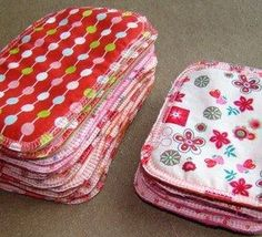 Faire des lingettes lavables et réutilisables ! Make washable and reusable wipes! Coin Couture, Baby Couture, Couture Sewing, Fabric Crafts, Sewing Crafts, Sewing Projects, Creation Couture, Baby Sewing, Sewing Hacks