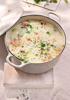 Schwedische Sommersuppe Schwedische Sommersuppe mit Lauch und Lachs The post Schwedische Sommersuppe & lecker appeared first on Healthy recipes . Casserole Recipes, Pasta Recipes, Crockpot Recipes, Soup Recipes, Dinner Recipes, Cooking Recipes, Healthy Recipes, Paleo Pasta, Cooking Time