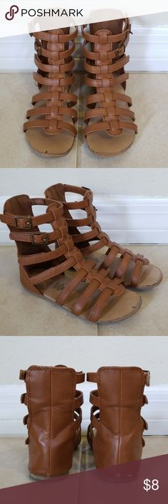 🆕️ Girls brown gladiator sandals 👧 Very gently used, my daughter only wore these for a season. Great condition. Light scuffing on shoes (as you can see in pics) but not noticeable when wearing. Velcro in great condition also. I am sick to get rid of these, my little one LOVED these last Summer! Cute for any occasion + very comfortable! Old Navy Shoes Sandals & Flip Flops