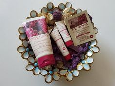 Hand Cream with Pink Peppercorn and Vanilla Extracts!!! A rich, fragrant cream which is ideal even for very dry, dehydrated skin. Its special formula with Pink Peppercorn and Vanilla extracts prote…
