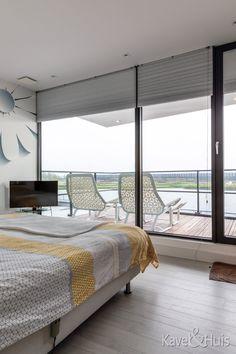 Slaapkamer met uitzicht op het water Dream Life, My Dream, Water, Modern, Furniture, Home Decor, Smile, Gripe Water, Trendy Tree