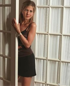 Jenifer Aniston, Jennifer Aniston Pictures, Jennifer Aniston Style, Backless, Rachel Green, Ideal Body, Classic Tv, Hollywood Stars, Adele