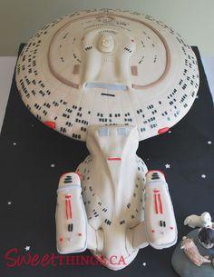SweetThings: Star Trek Cake: Starship Enterprise Cake