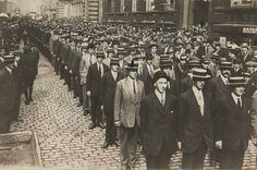 Liverpool Pals lined up to enlist 1914