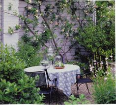 I love this...I need a table cloth and an umbrella for my patio set