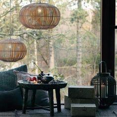 La suspension Zep par Broste Copenhagen est composée de lamelles de bambou naturel. De forme ronde, elle est disponible en 3 dimensions.