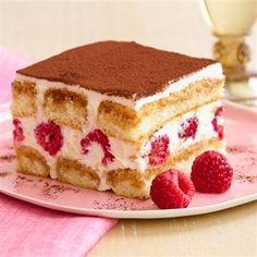McCormick Gourmet - Saigon Cinnamon Tiramisu with Fresh Raspberries Recipe Just Desserts, Delicious Desserts, Dessert Recipes, Yummy Food, Gourmet Recipes, Dessert Food, Raspberry Tiramisu, Tiramisu Cake, Bolo Ferrero Rocher