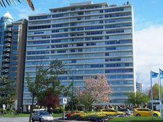 (K)ein Zierkirschbaum pro Tag 20 Vancouver, Multi Story Building