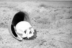 Советская каска с черепом солдата в Сталинграде