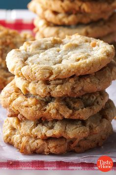 Ultra thick Bakery Style Chocolate Chip Cookies feature golden brown edges with soft and chewy centers. This easy homemade, from-scratch recipe can be made in 30 minutes! The BEST cookie I have ever tried. Köstliche Desserts, Holiday Desserts, Holiday Baking, Holiday Recipes, Dessert Recipes, Potluck Recipes, Plated Desserts, Christmas Recipes, Spice Cookies