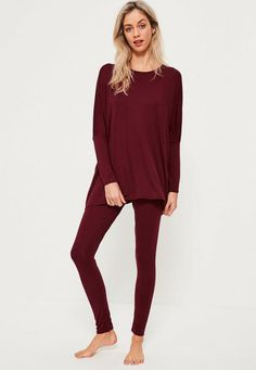Get that fierce look even when you lounge around all day in this burgundy oversized jersey leggings set.