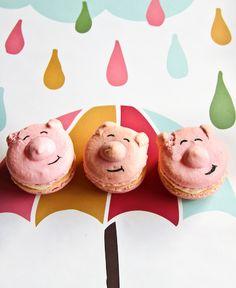 Unbelievably cute - piggy macarons. http://www.raspberricupcakes.com/2010/10/piggy-macarons.html