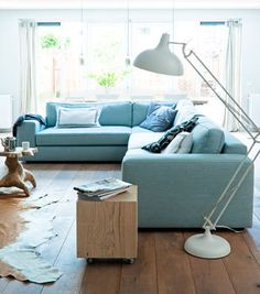 Cozy couch  #vtwonen #magazine #interior #livingroom #blue #wood #sofa #couch #lamp