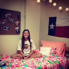 Love this dorm room @Jene Short Rican Your style.. If only it was a little more glittery/monogrammed