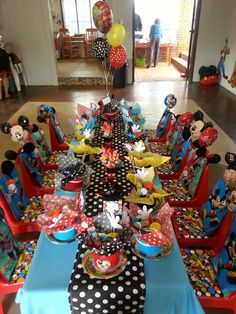 Mickey Mouse Club House party table